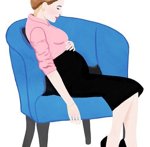 Как выполнить расчет денежных выплат работнице в связи с беременностью и родами